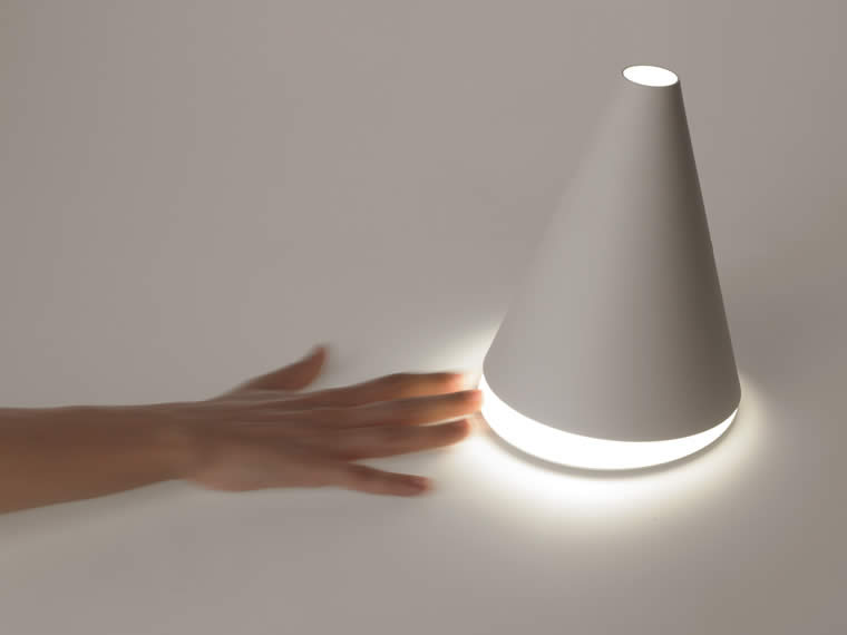palpebra lampada da tavolo